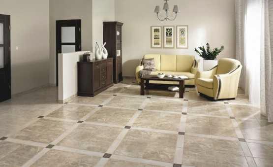 Dekory mogą tworzyć wyraźny, rytmiczny wzór. Przy tak wzorzystej podłodze ściany powinny być stonowane, a inne elementy aranżacji – powtarzać jedną z barw podłogi