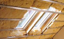 Ocieplenie dachu: jakiej grubości materiałem izolacyjnym ocieplić dach