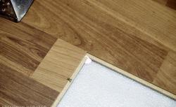 Porysowane panele drewniane i laminowane - naprawa i wymiana panelu podłogowego