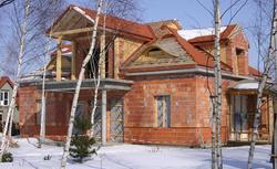 Budowa przygotowana na przerwę zimową. Zabezpieczenie budowy przed mrozem i śniegiem