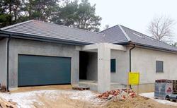 Domy prefabrykowane z betonu lub drewna klejonego