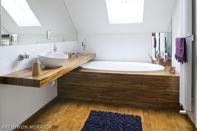 Łazienka na poddaszu Ładna aranżacja łazienki pod skosami   -> Kuchnie Na Poddaszu Aranzacje