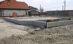 Posadowienie budynku. Poznaj najważniejsze zasady budowy fundamentów