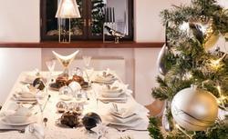 Jak udekorować wigilijny stół. Pomysły na świąteczne nakrycie stołu [ZDJĘCIA]