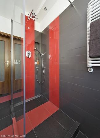 Aranżacja nowoczesnej łazienki - szaro-czerwona łazienka