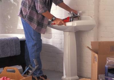 Remont łazienki. Czy warto wymieniać armaturę łazienkową?