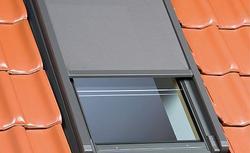 Przesłony na okna dachowe. Ja dobrać i prawidłowo przeprowadzić montaż