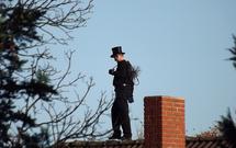 Przegląd kominiarski i czyszczenie komina. Dlaczego wizyta kominiarza jest konieczna?