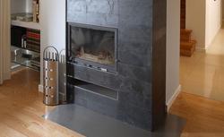 Kamienna obudowa kominka. Czym wykończyć kominek we wnętrzach tradycyjnych i nowoczesnych?